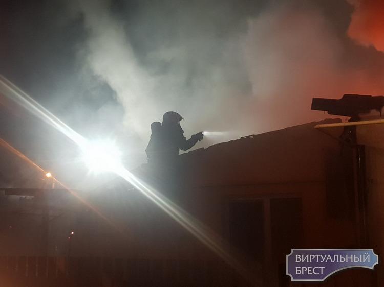 В Бресте по адресу 2-ой Западный тупик  произошел пожар в жилом четырёхквартирном доме