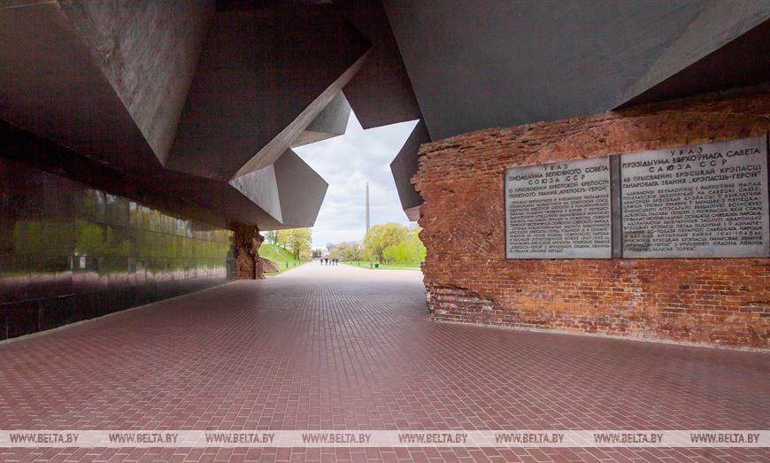 Центральный вход в Брестскую крепость