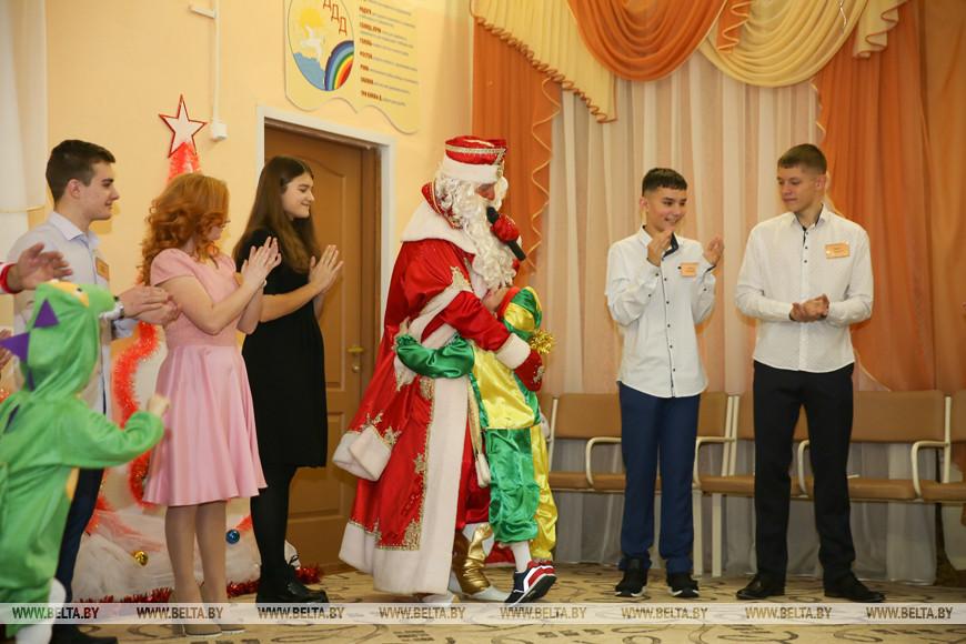 Дмитрий Лукашенко вручил подарки воспитанникам Дивинского детского дома
