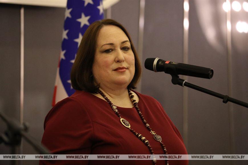 Временный поверенный США в Беларуси Дженифер Мур