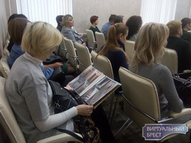 Социальные педагоги Брестской области побывали в Центре наглядной профилактики в Брестском областном ЦГЭиОЗ