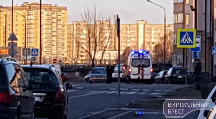 На ул. Колесника сбили женщину в капюшоне на переходе. Слабонервным не смотреть (18+)