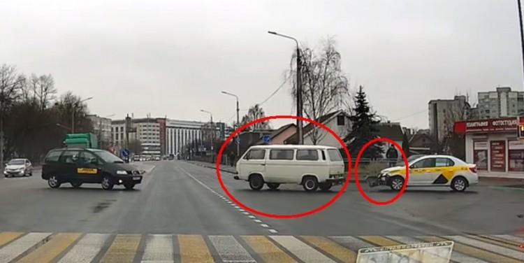 Конфликт на Пионерской-Войкова... Пострадал таксист, а белый бус скрылся с места ДТП