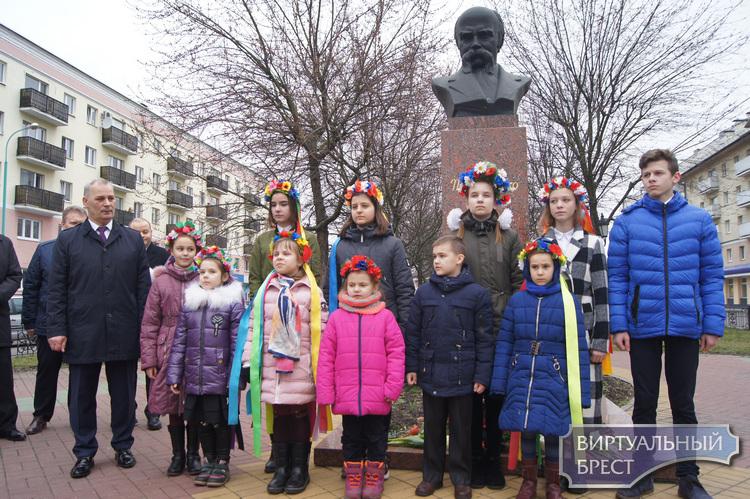 В Бресте состоялись мероприятия по случаю празднования 206-й годовщины со дня рождения Т.Г.Шевченко