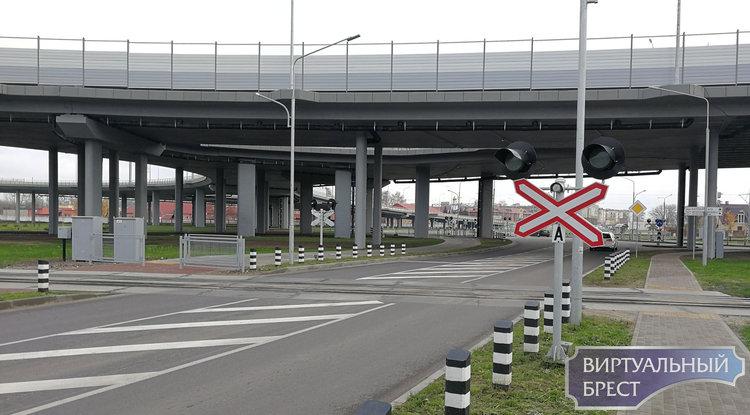 На несколько дней перекрывают движение через ж/д переезд по ул. Дворникова. Как пойдёт транспорт?