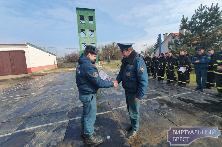 В Бресте выбрали сильнейшего пожарного-спасателя