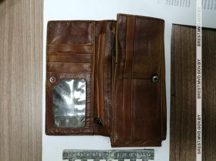 Проворный собеседник прихватил с собой кошелёк с деньгами