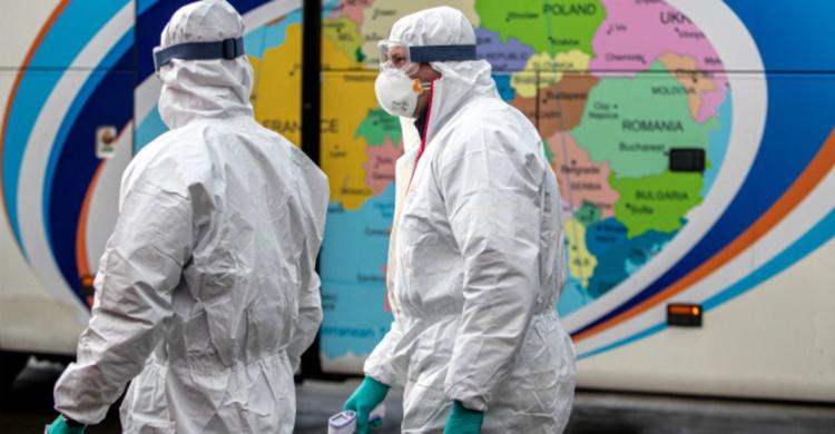 Пока Минздрав Беларуси молчит, рассказываем, что происходит в мире и как сражаются с коронавирусом