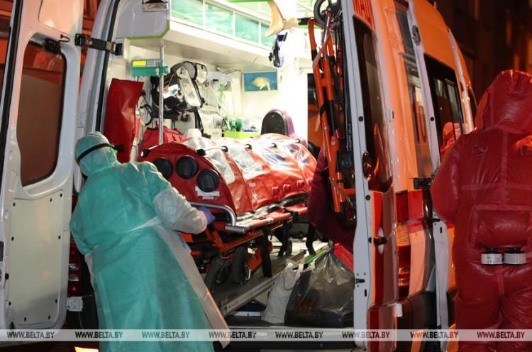 Пациентов с COVID-19 госпитализируют в первые часы после подтверждения диагноза