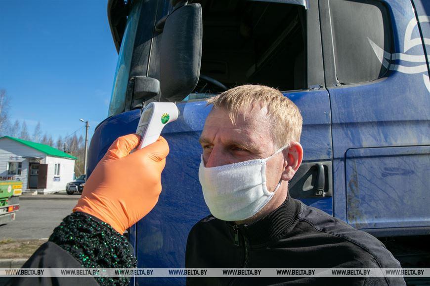 Во время измерения температуры у водителя бесконтактным термометром