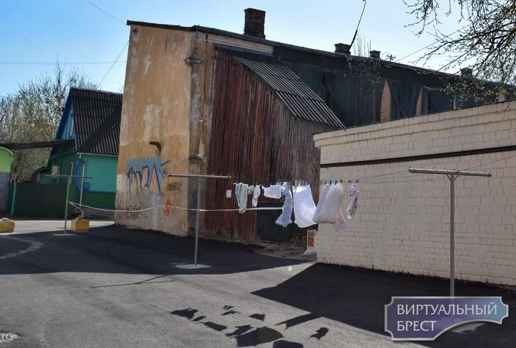 Солнечный репортаж с улиц нашего города: весна уверенно вступает в свои права, Брест цветёт