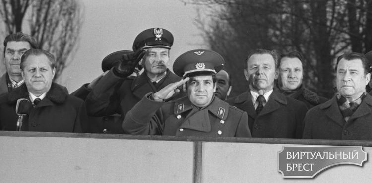 Как в 1978 году в Бресте открывали бюст космонавта Петра Климука и что-то пошло не так…