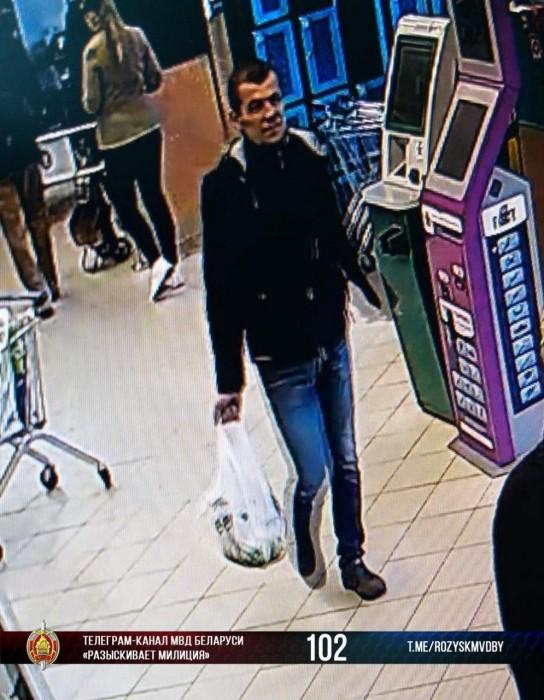 Мужчина подозревается в том, что забрал с остановки чужую сумку