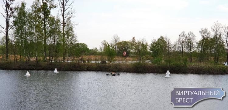 Плавающий фонтан на Набережной установили и опробовали. Вот как он работает!