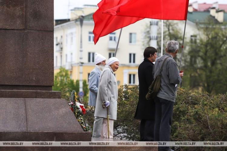 В Бресте скромно отметили Праздник труда у памятника Ленину