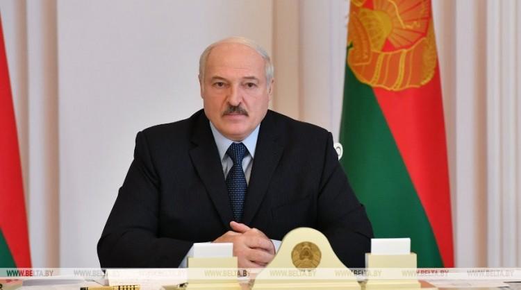 Лукашенко: в Беларуси заняты всего 10% аппаратов ИВЛ от имеющихся в наличии