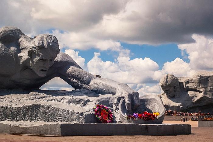 Брестской крепости 55 лет назад присвоили звание героя