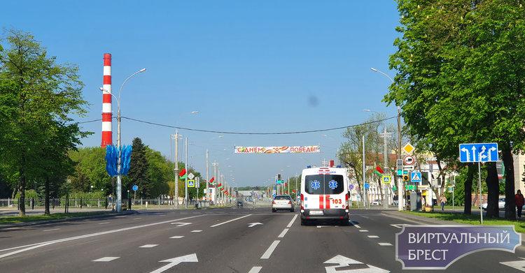 Показываем, что происходит перед крепостью и перекрыты ли улицы в городе Бресте
