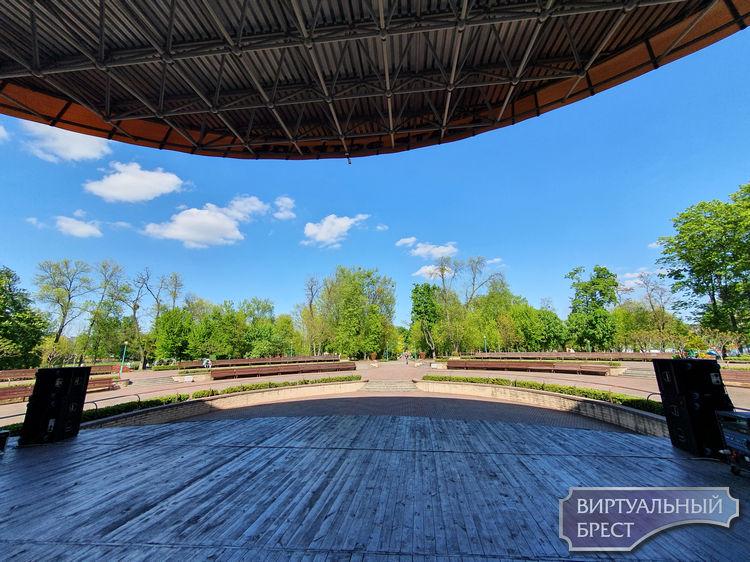Сегодня в парке - праздничный концерт «Память сильнее времени». И ещё мероприятия на Советской