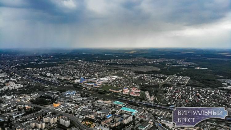 На Брест надвигается непогода. Смотрите, как это зловеще выглядит с высоты (+ карта дождя)