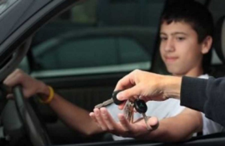 Подростки стремятся управлять транспортом и сбивают, угоняют и калечат...