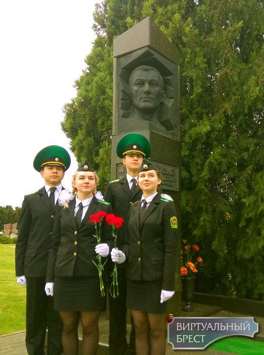 Воспитанники отряда«Юный пограничник» приняли участие в конкурсе «Венок Славы»