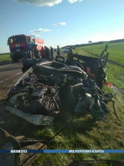 В Пинском районе столкнулись два автомобиля: один водитель погиб