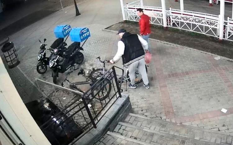 Мужчин, похитивших велосипед в центре города, ищет барановичская милиция