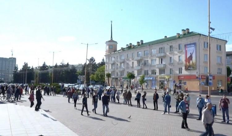 В Барановичах люди тоже выстроились в очередь, чтобы отдать голоса за Тихановскую