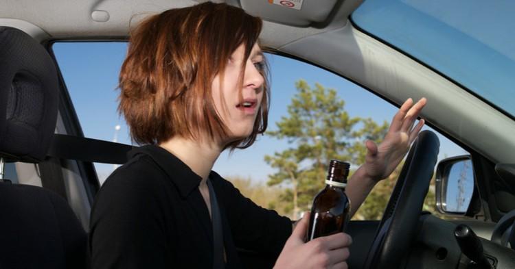Сотрудники ГАИ задержали нетрезвых водителей, один из которых - молодая женщина