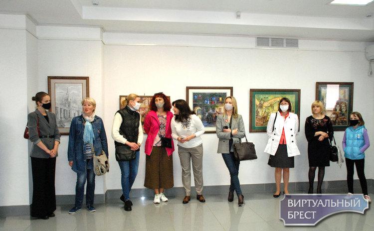Художественную выставку ко Дню защиты детей открыли в Бресте