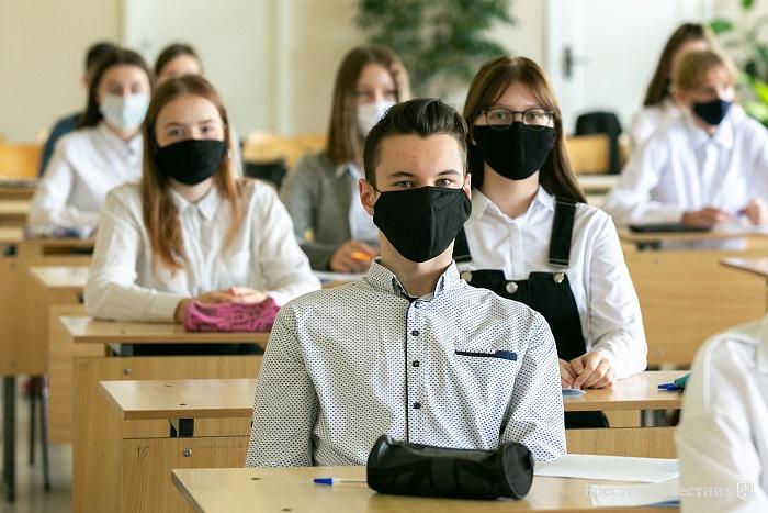 Школьные экзамены: дистанция обязательна, маски по желанию