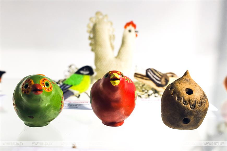 Выставка этнографии в Бресте знакомит с символикой птиц