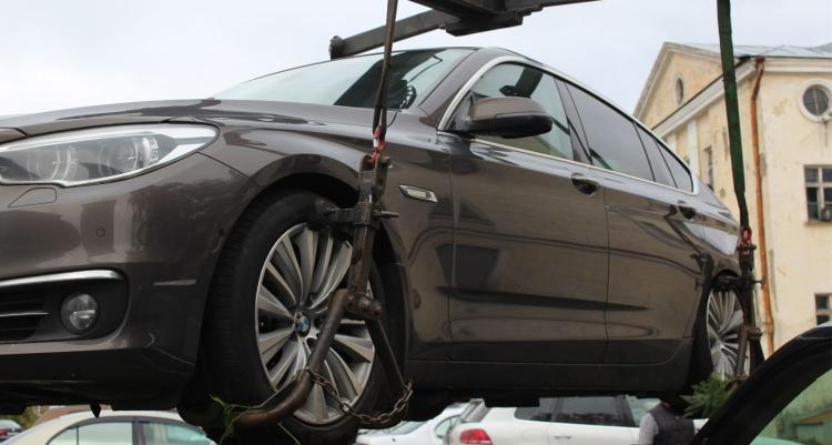 По иску прокурора Бреста договор купли-продажи автомобиля, на который наложен арест, признан ничтожным