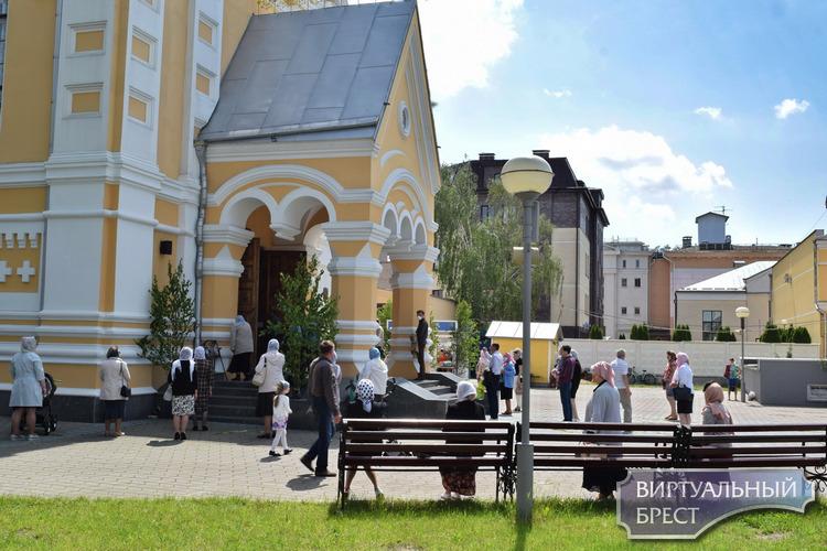 Православные брестчане в воскресенье, 7 июня, отметили День Святой Троицы (Пятидесятница)