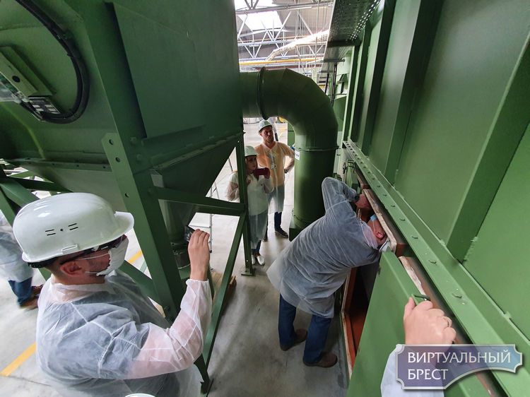 Демьяна Лепесевича впервые пустили на завод АКБ. Пять с половиной часов он проверял оборудование и фильтры