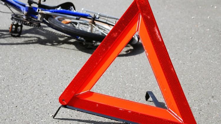 Опять водитель не заметил велосипедистку. А ведь ехала группа