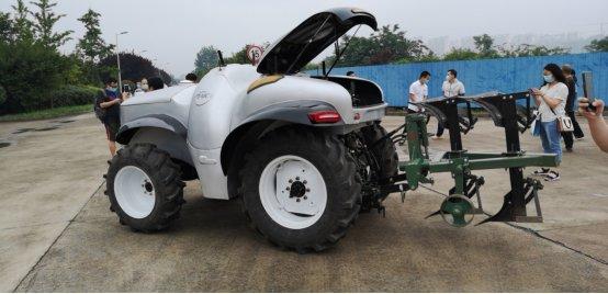 В Китае продемонстрировали 5G-электротрактор на водородном топливе