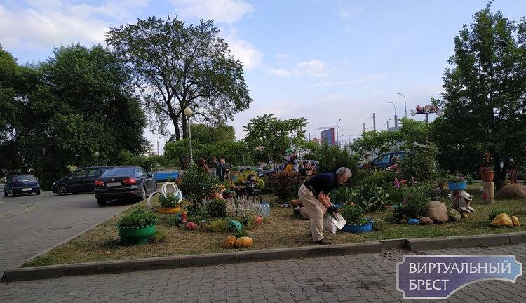 Смотрите, как благоустроено место для отдыха на улице Московской, дома 334-336