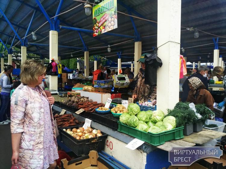 Узнали для вас, какие сейчас цены на Брестском рынке и что тянут домой покупатели