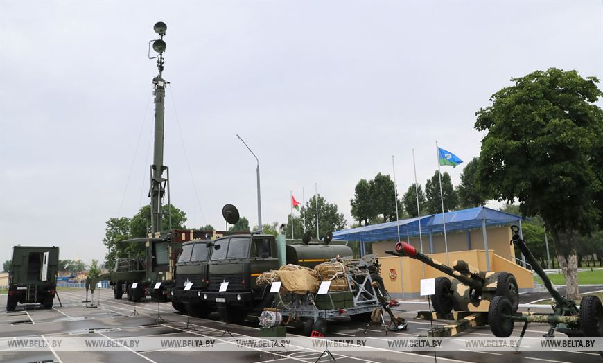 Лукашенко в Бресте встречается с десантниками. Показываем фоточки