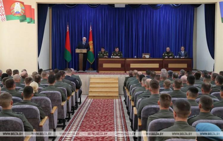 Лукашенко - военным: задача поддержание стабильности и согласия в обществе. Вот мой приказ