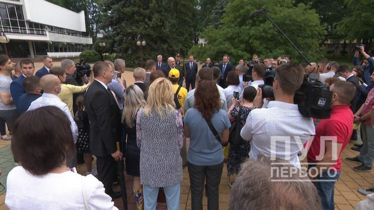 Лукашенко пообещал объявить в Бресте референдум по поводу судьбы аккумуляторного завода