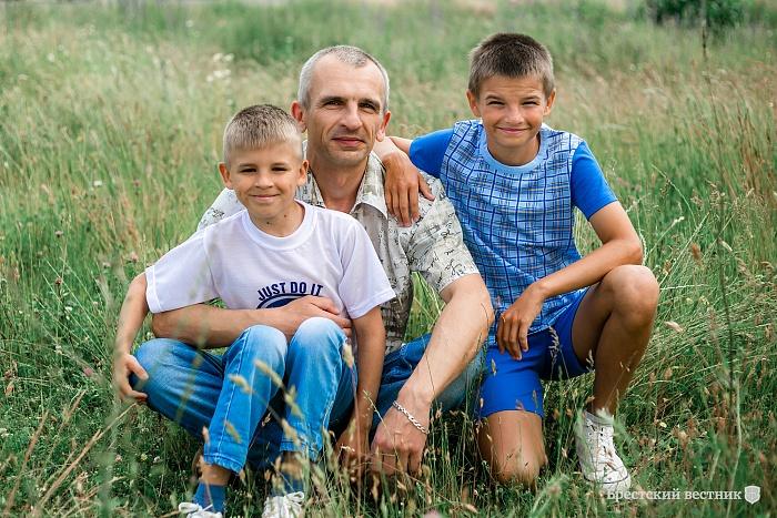 Один с тремя сыновьями. История брестского отца-одиночки
