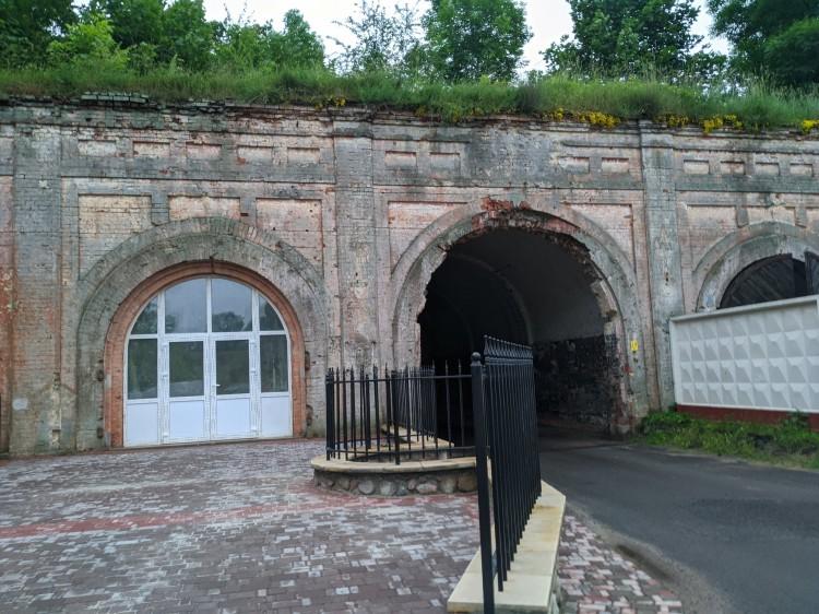 Южные ворота Брестской крепости, как бы это сказать, приобрели необычный вид