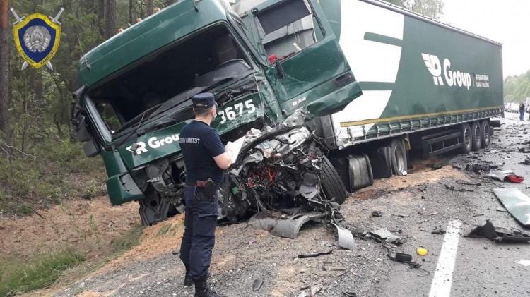 Встречное ДТП в Барановичском районе: двое погибших. «Кедди» столкнулся с фурой