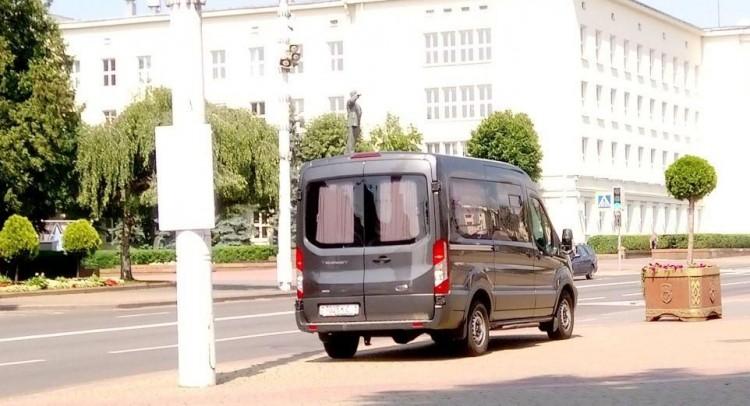 У сквера Иконникова заметили автозак. Готовимся к обсуждению референдума?