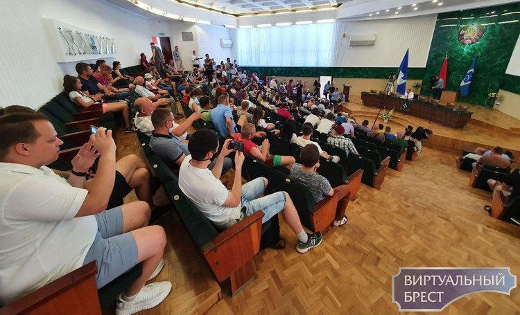 В Бресте обсуждают этапы подготовки референдума по вопросу завода АКБ под Брестом