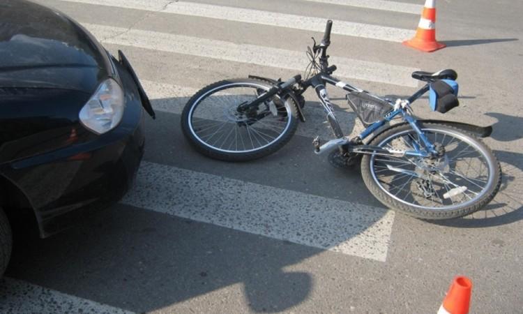 На ул. Жукова в Бресте водитель не заметил велосипедистов и одного сбил