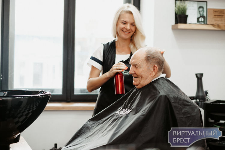 Ветеран ВОВ зашел в парикмахерскую «Локон» и там его обслужили бесплатно